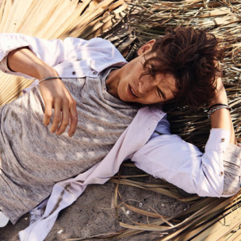 Scotch&Soda model lay down on a beach in the shade