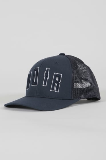 Iconic Noir Trucker Hat Navy/Navy
