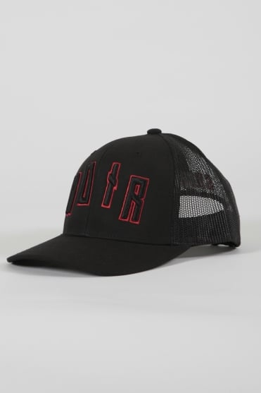 Iconic Noir Trucker Hat Black/Red